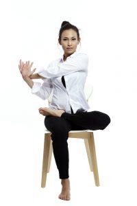 Super Stoelyoga voor Ouderen & Senioren: bekijk de Oefeningen! KF-04